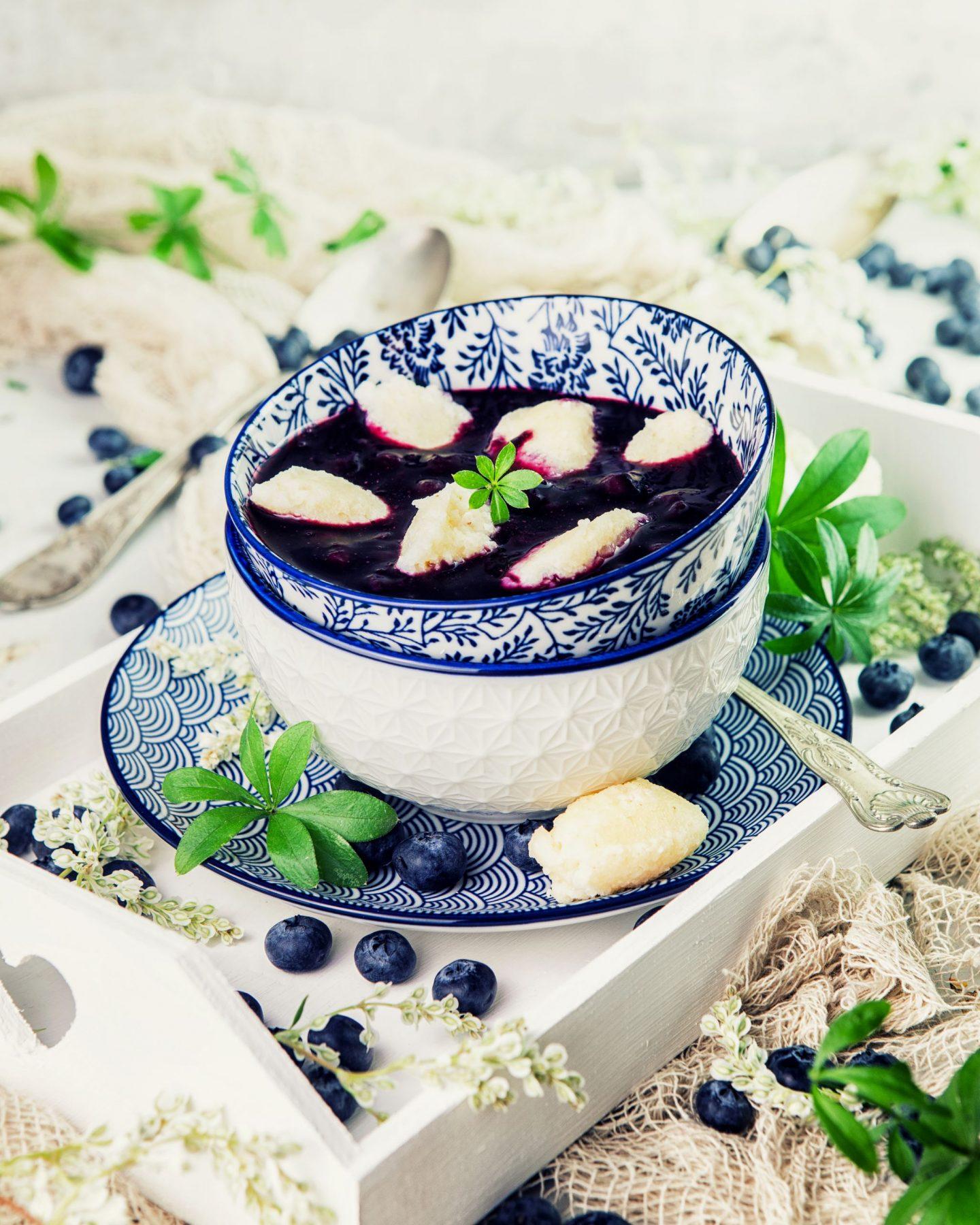 Schwedische Blaubeer Suppe mit Grießnockeln