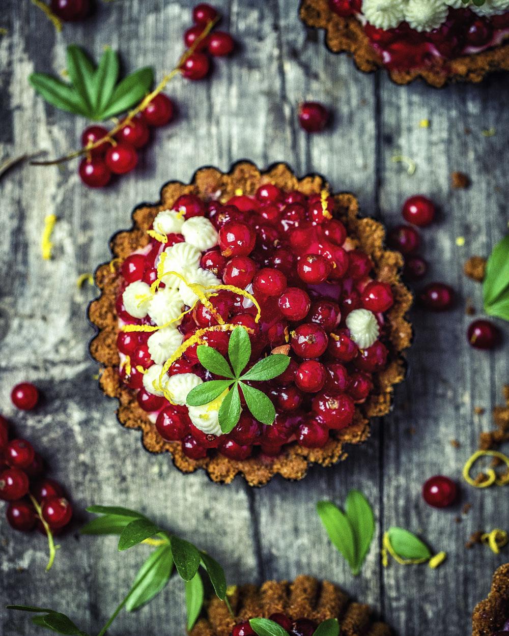 Johannisbeer-Törtchen nach Omas einfachem und super fruchtigen Rezept mit Pudding