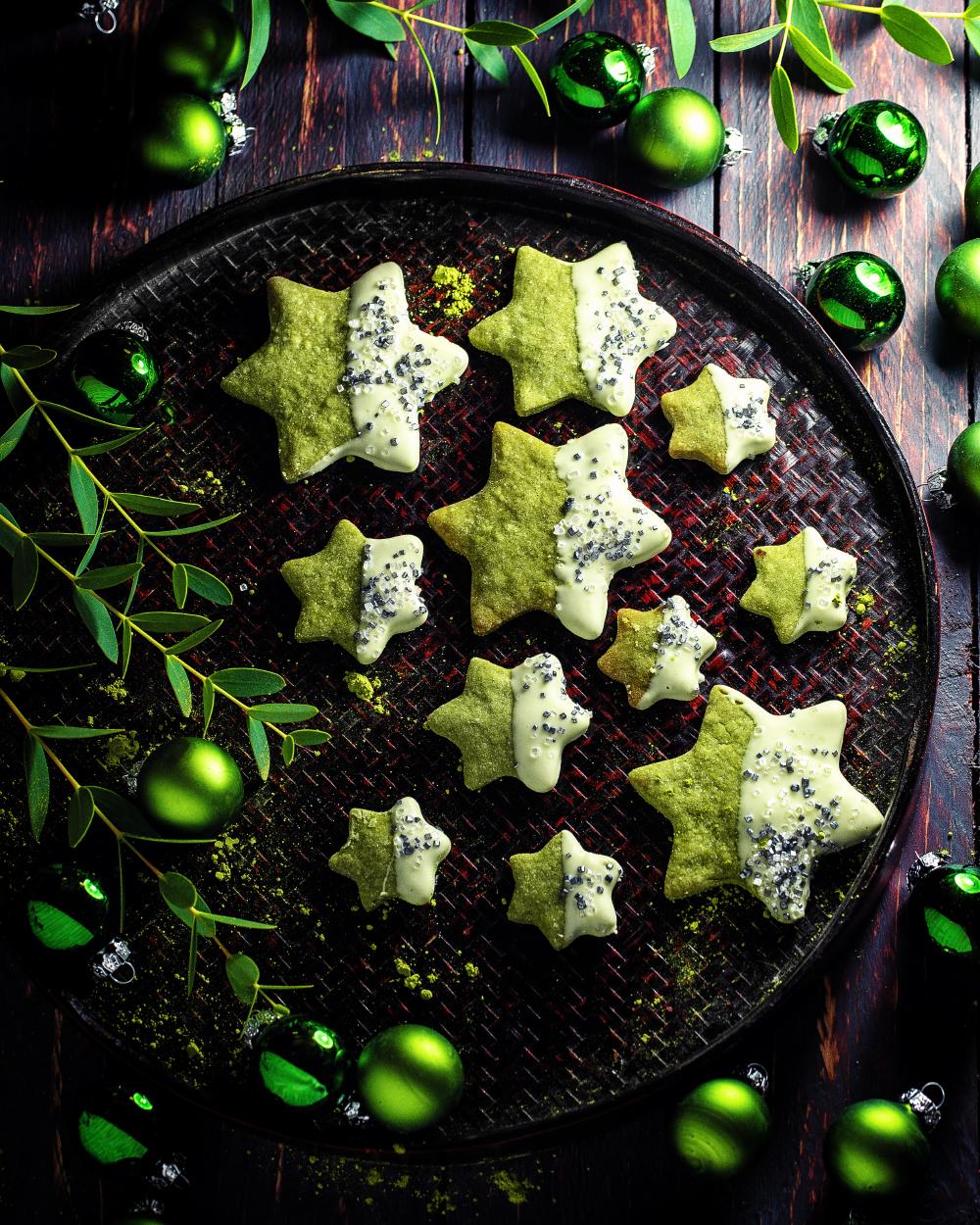 Grüne Weihnachts Sterne – einfaches Matcha Keks Rezept