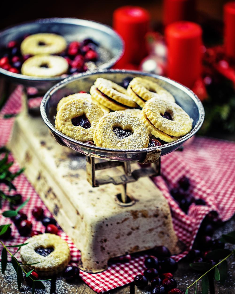 Plätzchen mit Cranberry-Marmelade