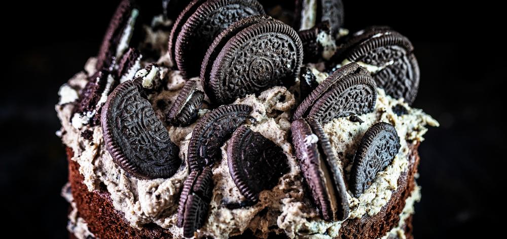 Oreo Torte Naked Cake einfaches Rezept für eindrucksvollen Geburtstagskuchen