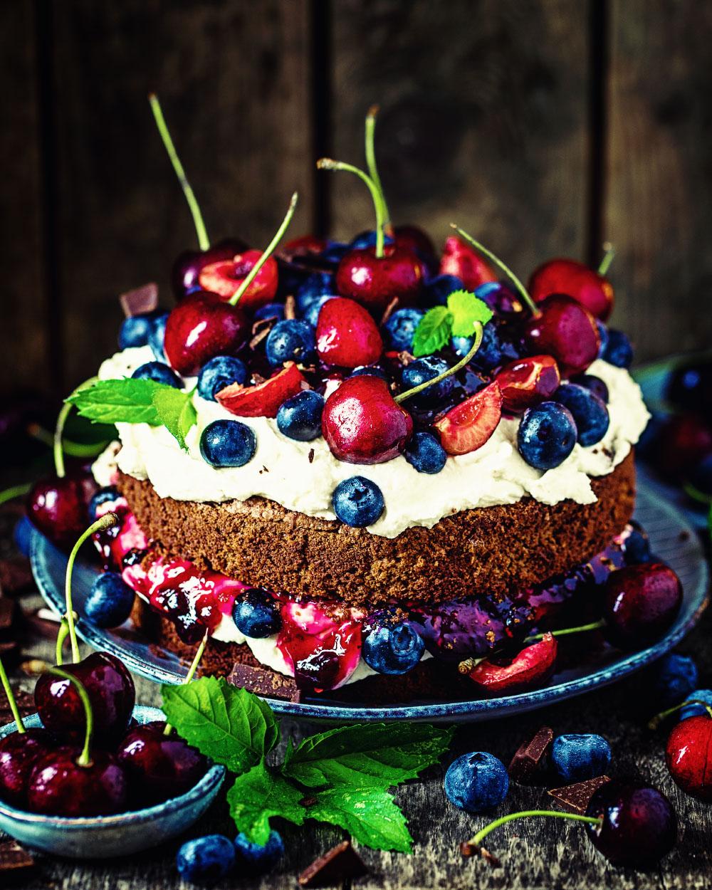 Schokoladen Sommerfrucht Torte einfaches Rezept glutenfrei
