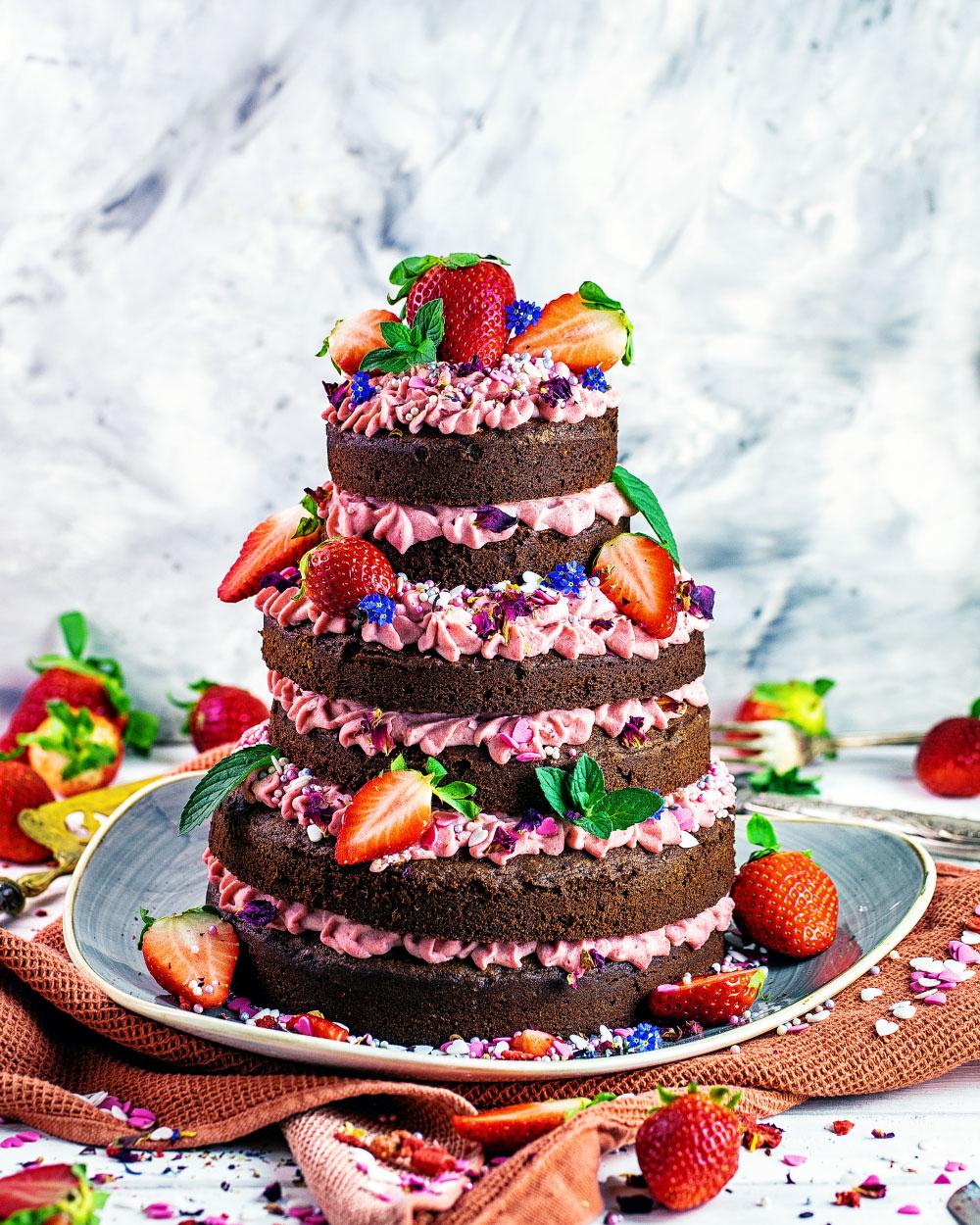 Erdbeer-Schokoladen-Naked-Cake-Torte einfaches Rezept für eindrucksvollen Geburtstagskuchen