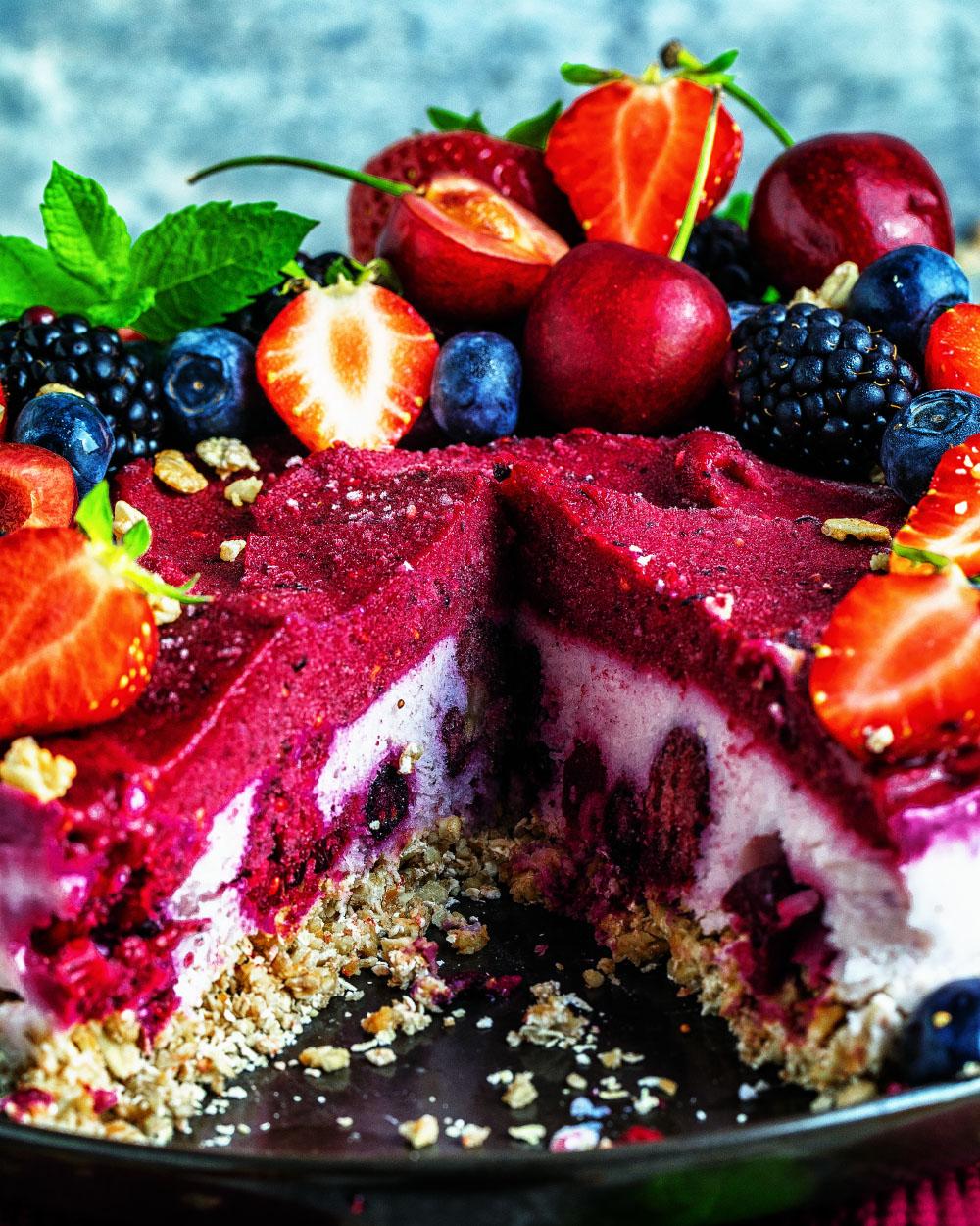 Jogurt-Waldbeeren-Eistorte - einfaches Rezept für super köstlichen Eiskuchen