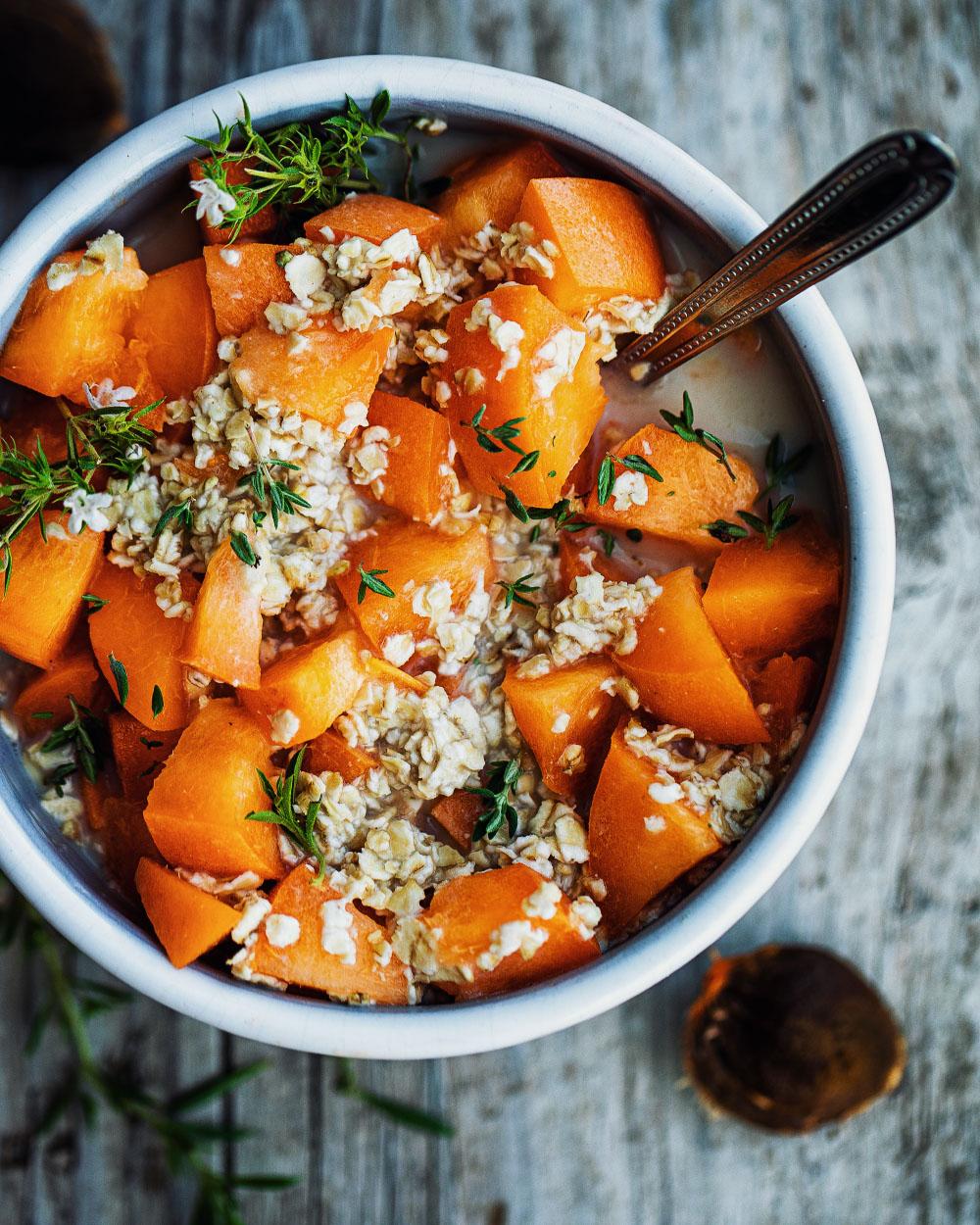 Hafer-Aprikosen-Bowl einfaches Rezept mit wenig Kalorien zum Frühstück