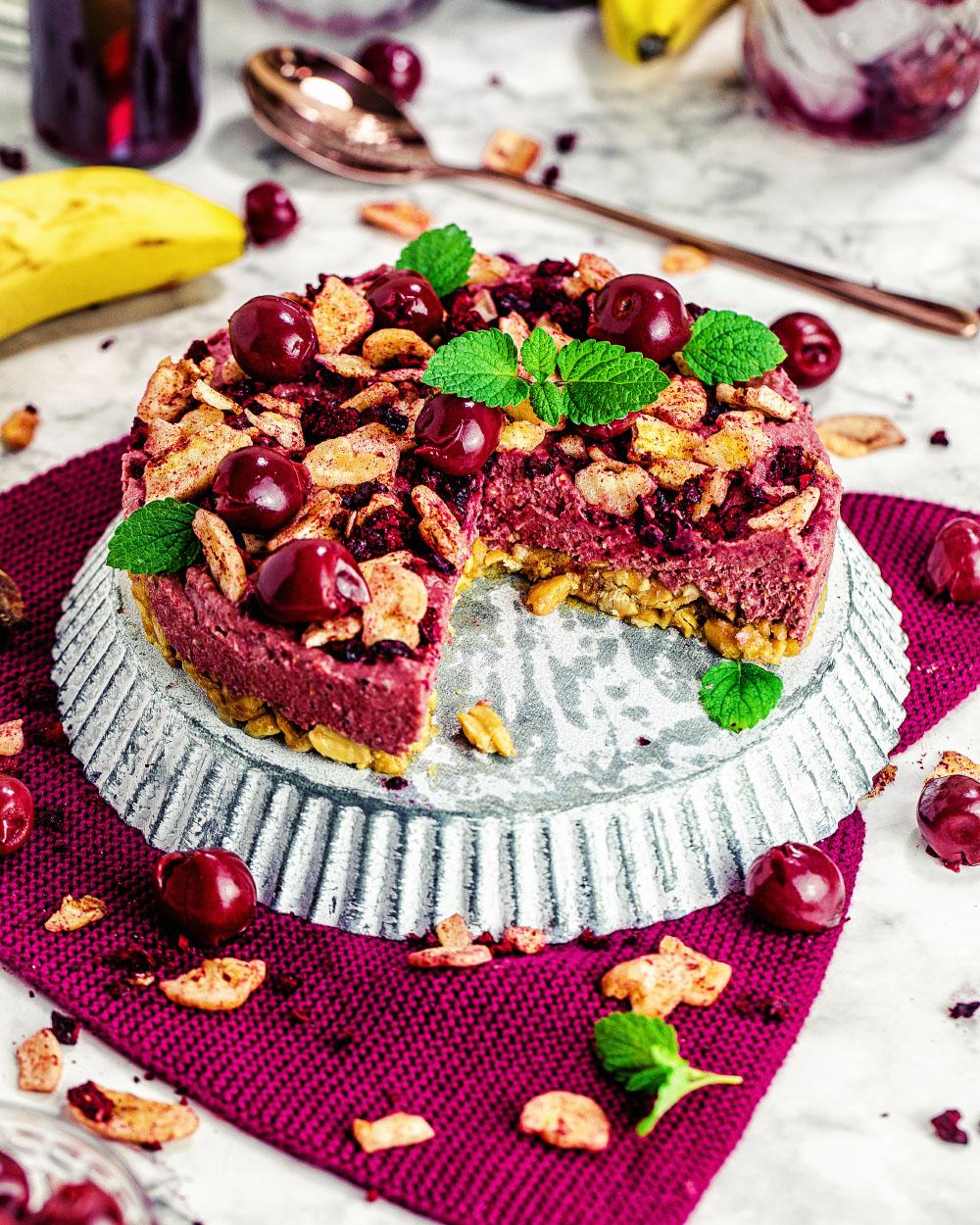 KIBA-NoBake-Cheesecake mit Smoothiebowl aus oatesomes tom&cherry einfaches rezept