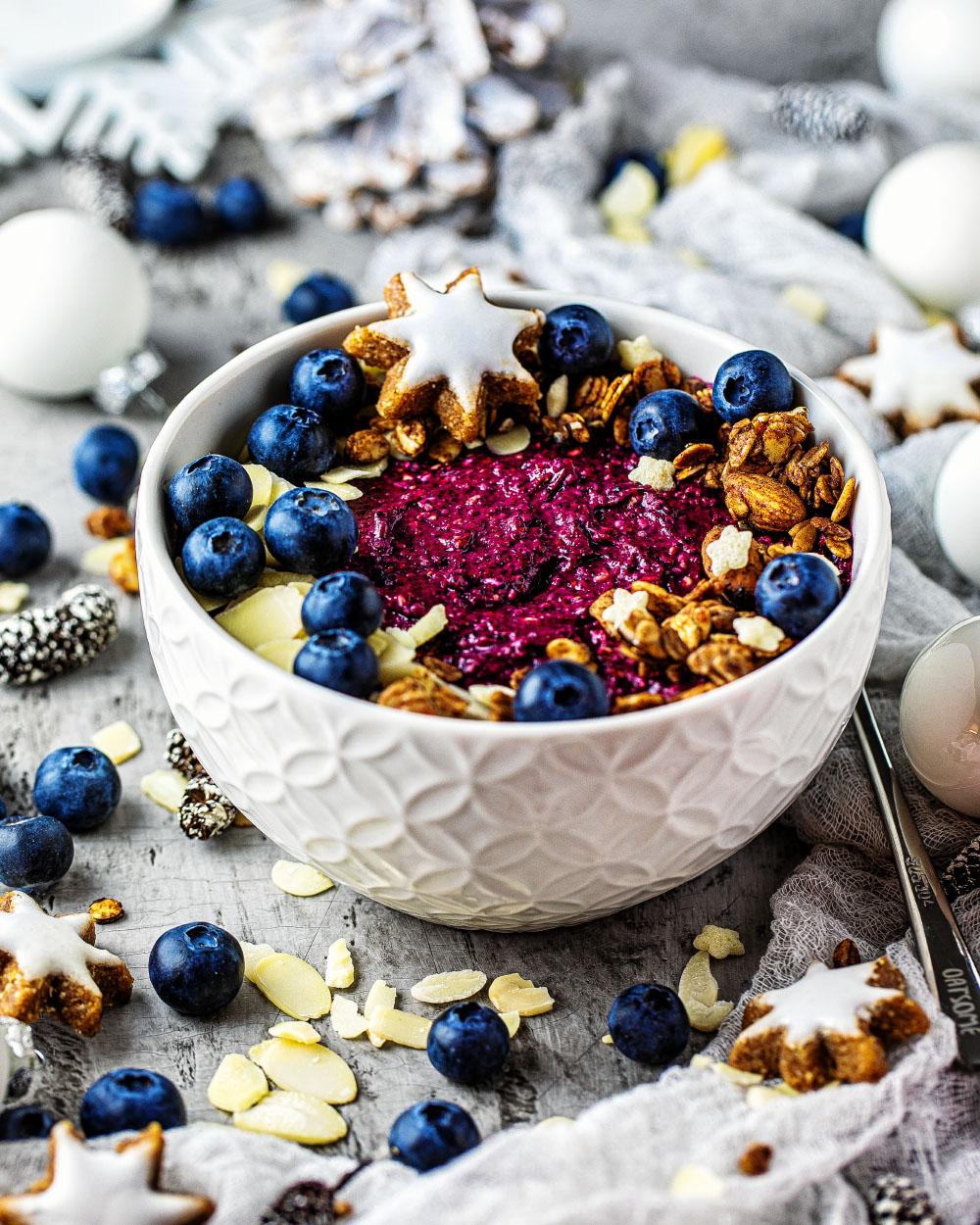 Weihnachtsmarkt-Bowl mit Oatsome Smoothiebowl Käptn Blaubär und Topping einfaches rezept