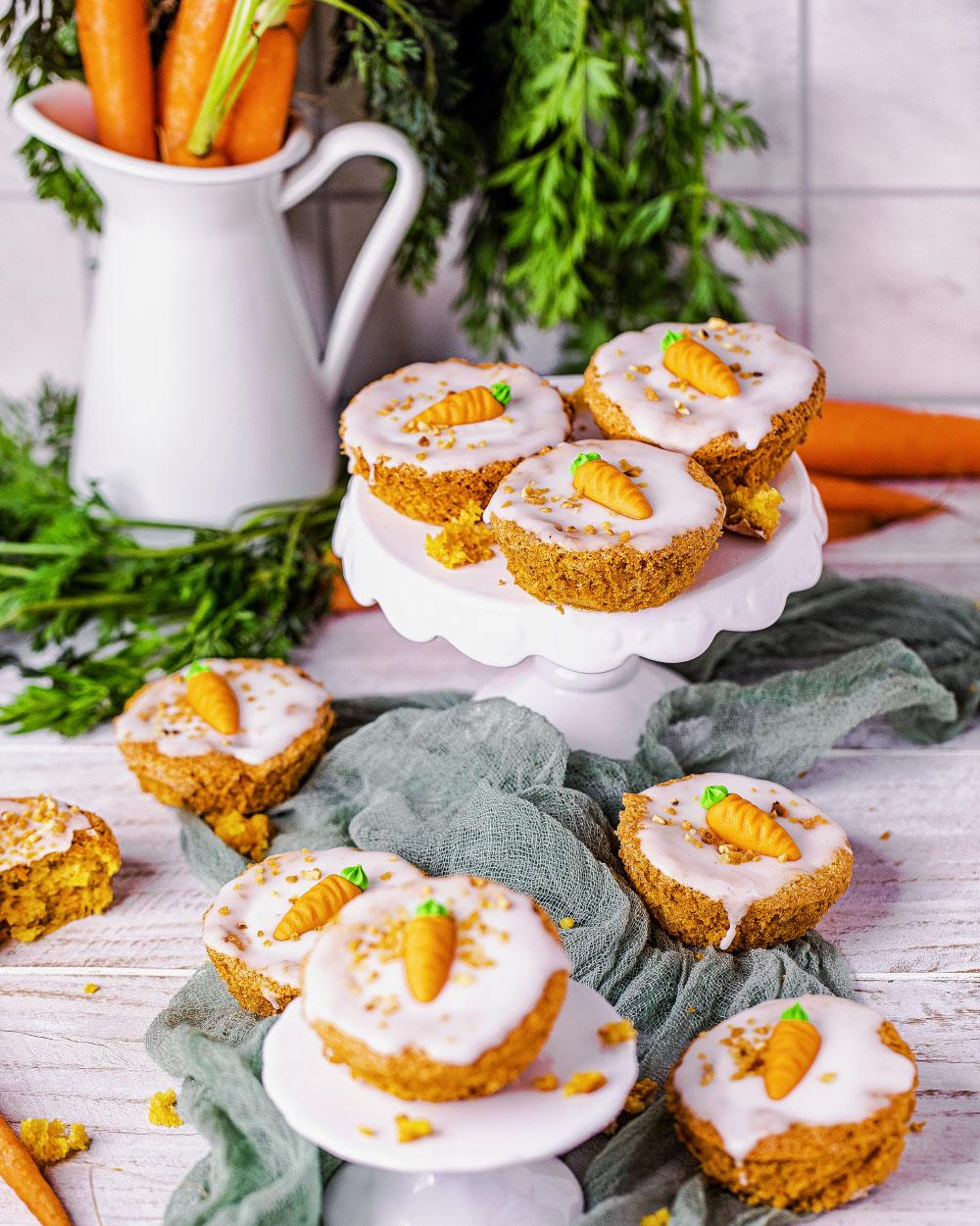 vEinfaches Rezept - Möhren-Rübli-Kuchen-Muffins low-carb