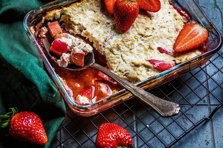 Erdbeer-Rhabarber-auflauf gesund kalorienreduziert frühtsück einfaches rezept fitfood