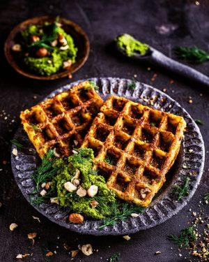 Kartoffel-Käse-Waffeln mit Dill-Haselnuss-Pesto einfaches rezept schnell resteessen KartoffelpüreeKartoffel-Käse-Waffeln mit Dill-Haselnuss-Pesto einfaches rezept schnell resteessen Kartoffelpüree