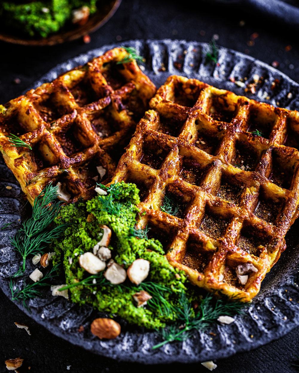 Kartoffel-Käse-Waffeln mit Dill-Haselnuss-Pesto einfaches rezept schnell resteessen Kartoffelpüree