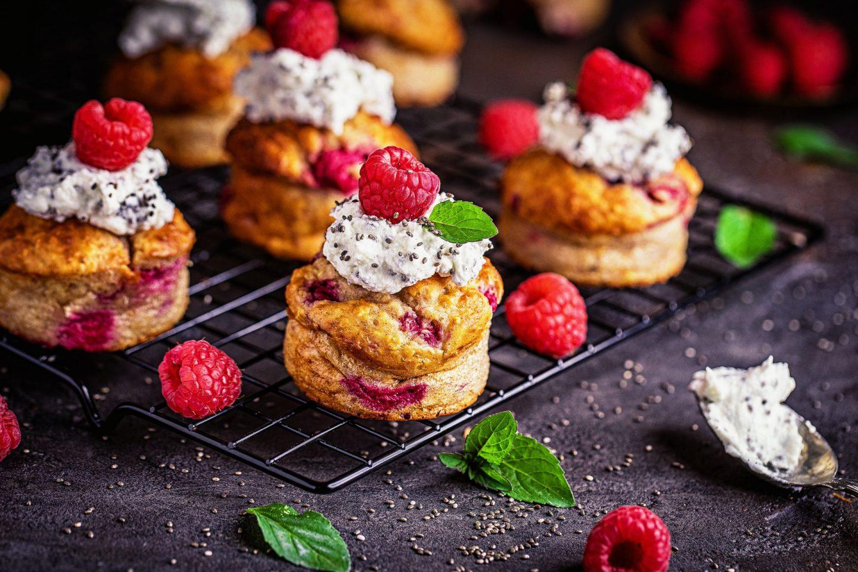 Chia-Quark Creme kalorienbewusst einfaches Rezept Creme Himbeer-Quark-Cupcakes