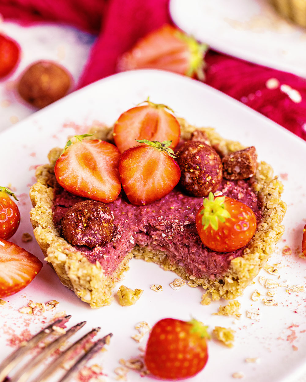 Erdbeer-Hafer-Tartelettes Oatsome Elsa Erdbeer Bliss balls smoothie bowl einfaches rezept tartelettes vegan