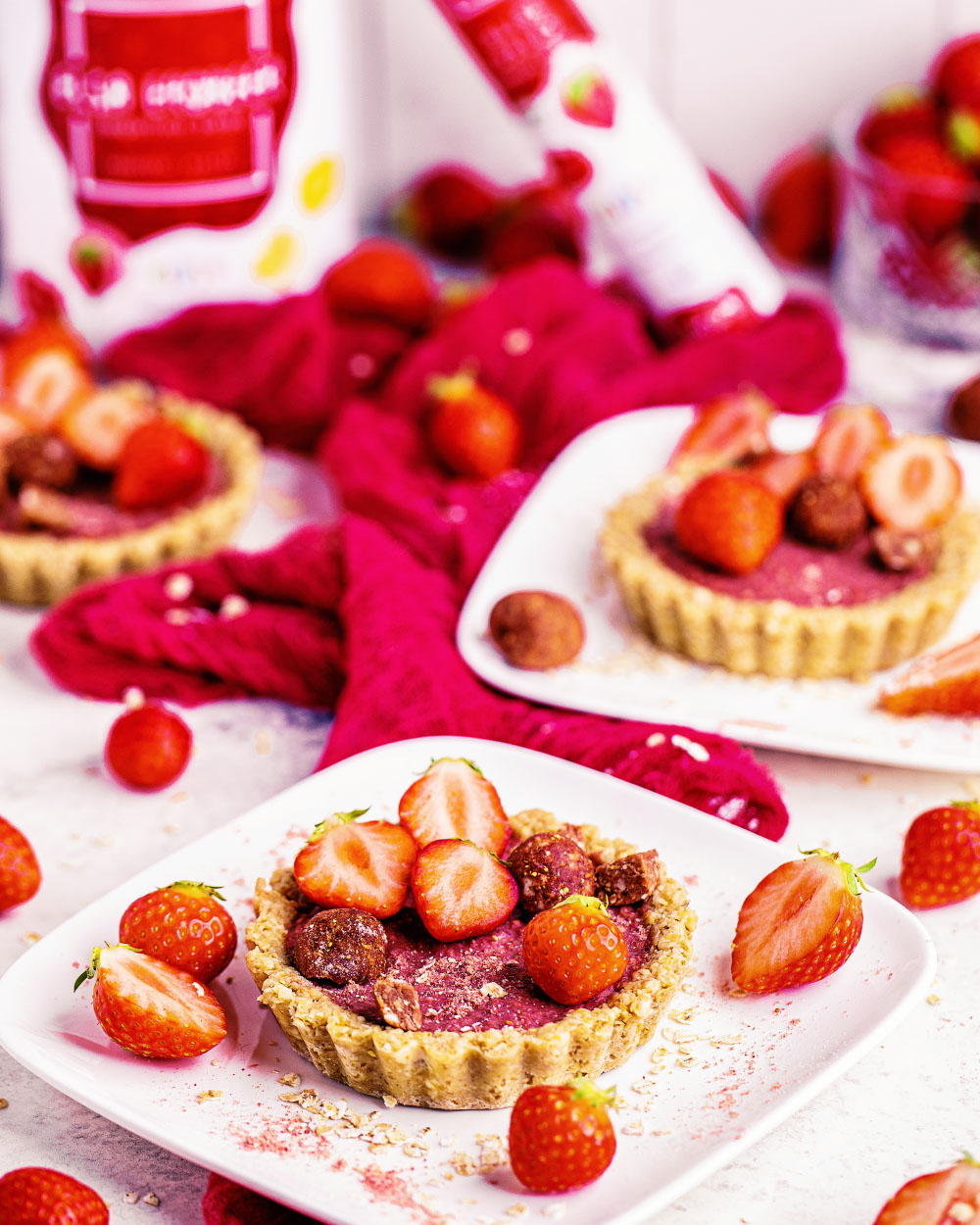 Erdbeer-Hafer-TartelettesOatsome Elsa Erdbeer Bliss balls smoothie bowl einfaches rezept tartelettes vegan