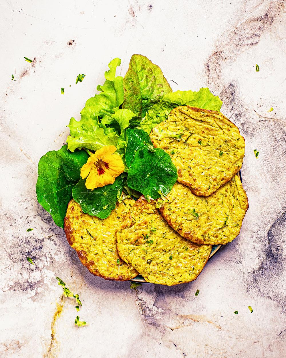 Zucchini-Quark-Puffer aus dem Backofen einfaches Rezept kalorienreduziert gesund fitfood
