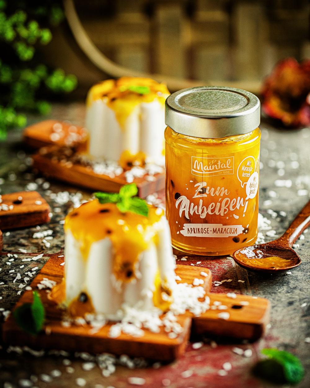 Kokos-Panna-Cotta mit Aprikosen Maracuja Topping Maintal einfaches Rezept vegan