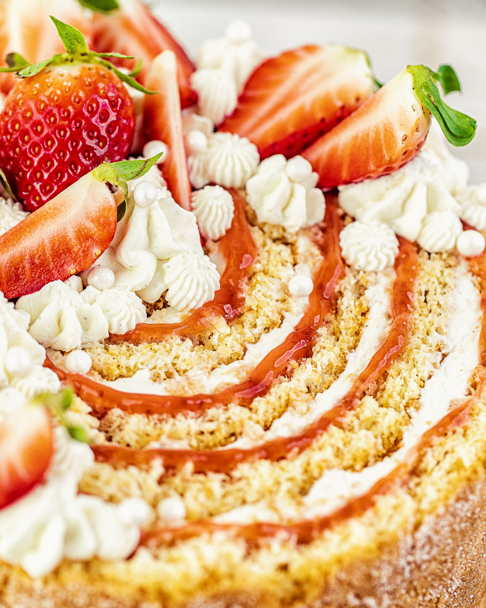 Erdbeer Wickeltorte einfaches Rezept Biskuittorte Heike Herden