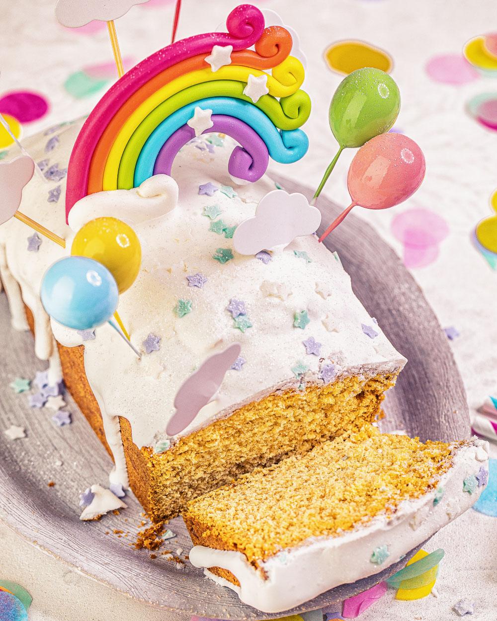 Kindergeburtstags Kuchen Regenbogen Kastenkuchen ganz einfaches Rezept Geburtstagstorte mädchen junge erster Geburtstag Heike Herden